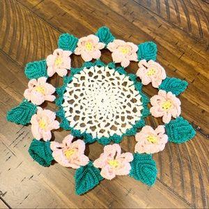 𝚅𝚒𝚗𝚝𝚊𝚐𝚎 Farmhouse Pink Flower Crochet Doily